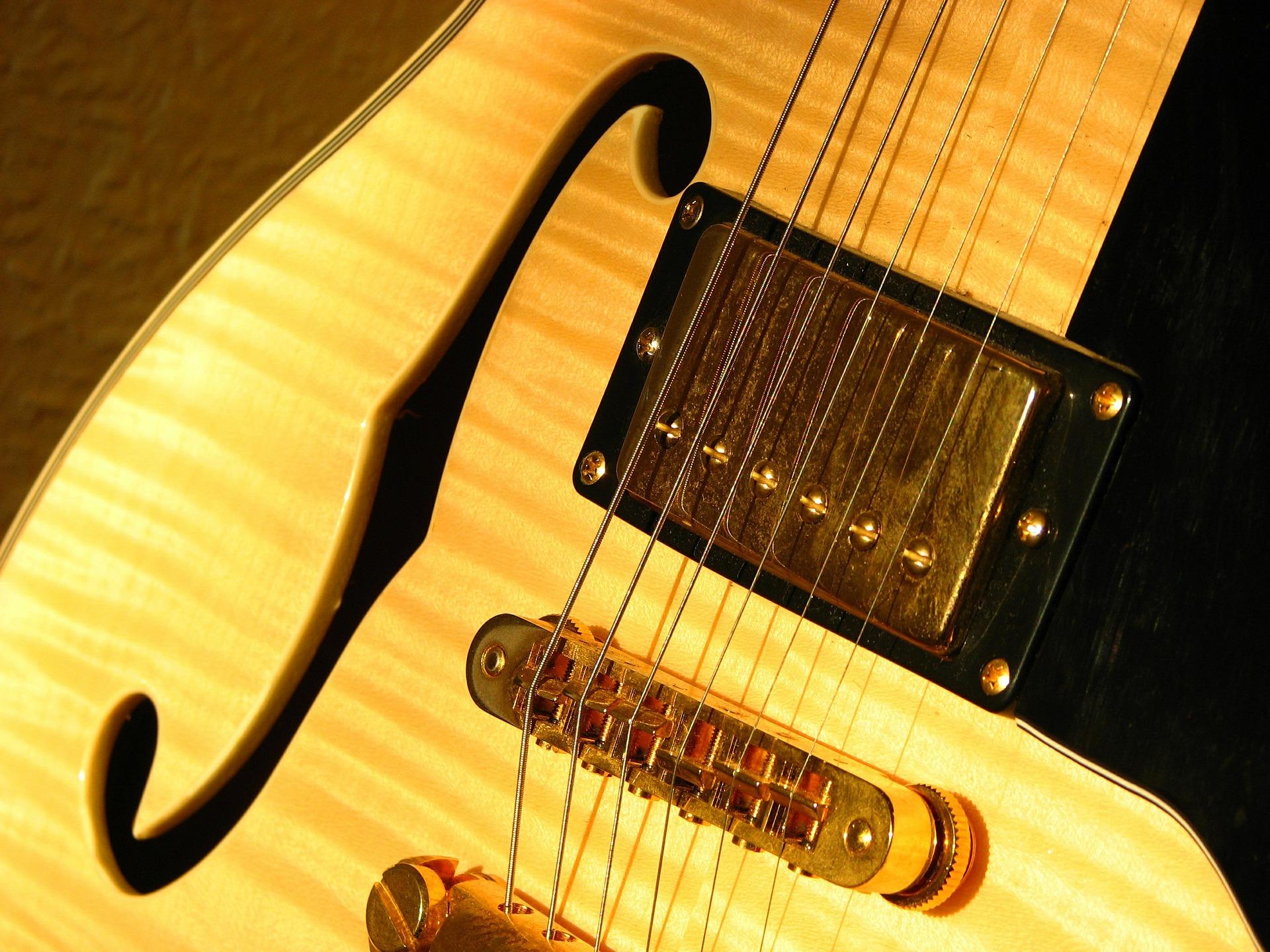 guitar-469116_1920